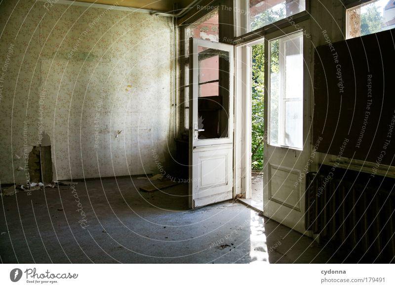 Eingang Farbfoto Innenaufnahme Menschenleer Textfreiraum links Textfreiraum unten Tag Schatten Kontrast Zentralperspektive Häusliches Leben Renovieren