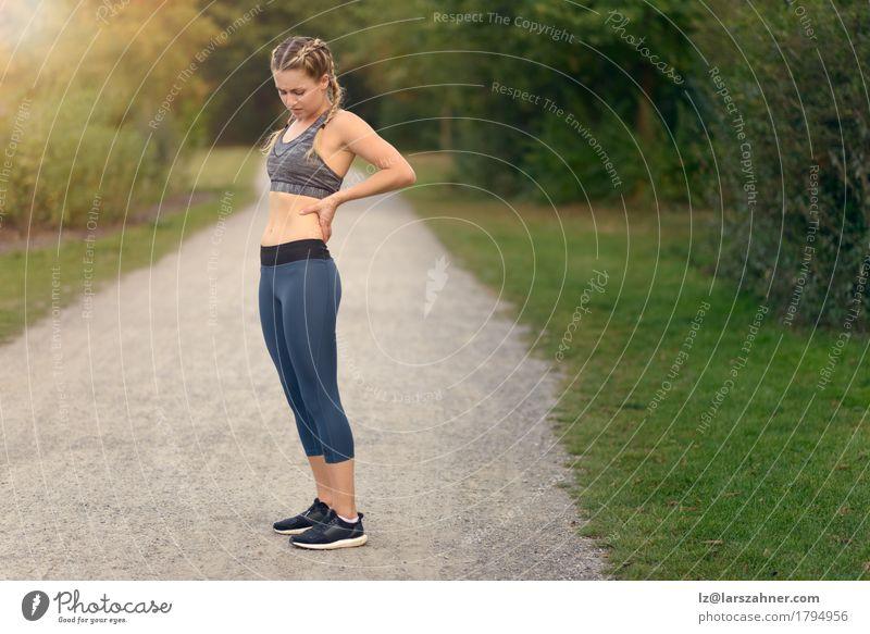 Mensch Frau Jugendliche Pflanze Sommer grün Hand Landschaft Blatt 18-30 Jahre Gesicht Erwachsene Sport Textfreiraum Aktion Wellness