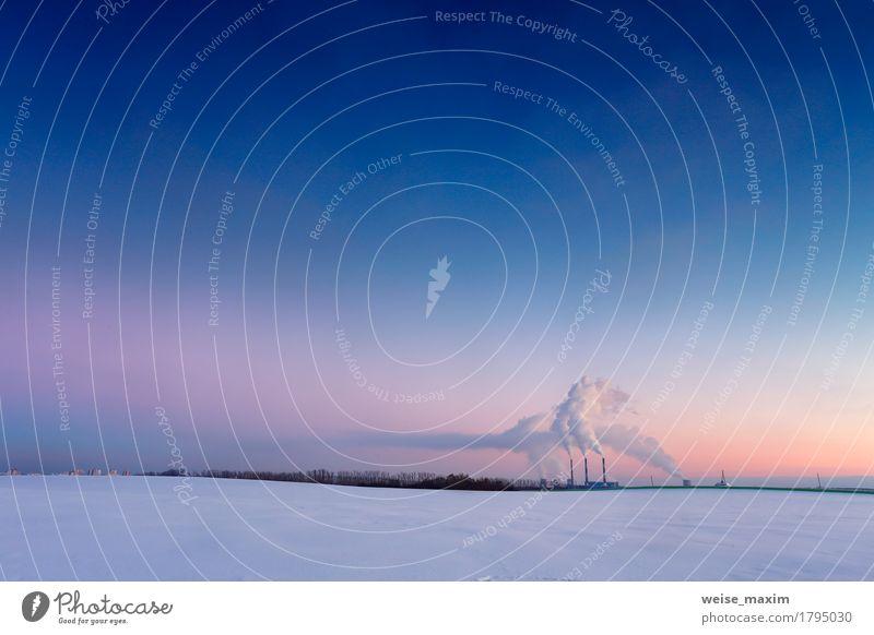 Kraftwerk am Abend Winter Schnee Fabrik Industrie Energiewirtschaft Umwelt Natur Landschaft Himmel Nachthimmel Klima Wiese Feld Kleinstadt Stadt Skyline