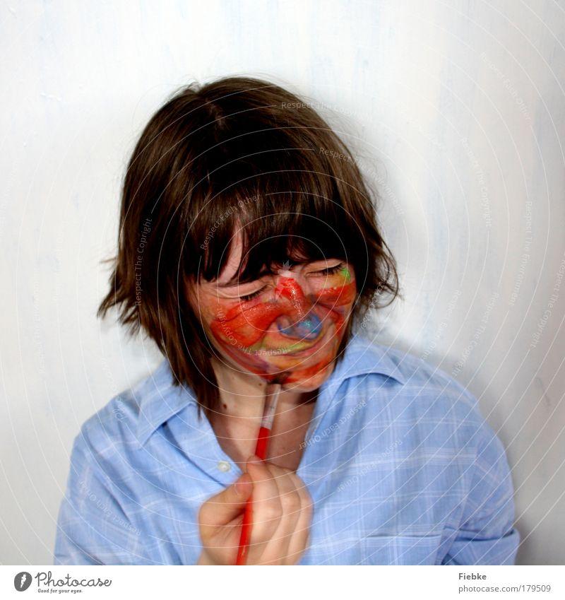 Farbstudie Farbfoto mehrfarbig Innenaufnahme Textfreiraum oben Porträt Vorderansicht Blick nach unten geschlossene Augen Schminke Freizeit & Hobby Spielen