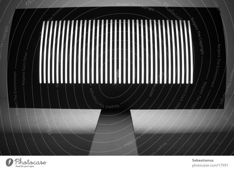 verticalLAMP Streifen Gitter Raster Schwarzweißfoto Stehlampe
