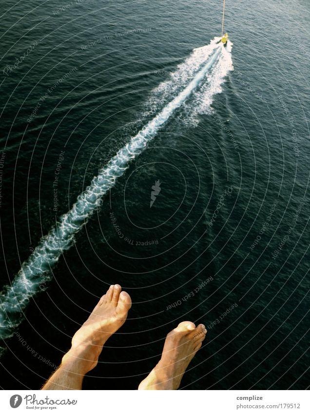 Parasailing Ferien & Urlaub & Reisen Sommer Sonne Meer Sport Wasserfahrzeug fliegen Fuß Freizeit & Hobby Angst Tourismus Seil Abenteuer Risiko Sommerurlaub Höhe
