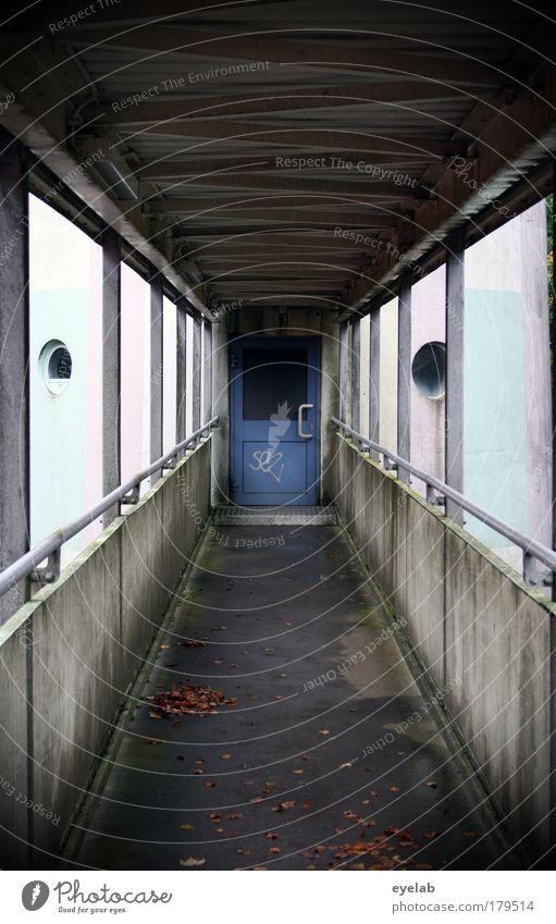 The last Gäng Stadt Haus Fenster Wand Architektur grau Mauer Gebäude Metall Tür Beton Hochhaus Brücke trist Turm bedrohlich