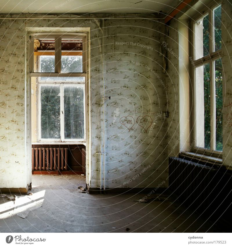 Lovestory Einsamkeit Haus Fenster Leben Traurigkeit Innenarchitektur träumen Zeit Tür Häusliches Leben Wandel & Veränderung Vergänglichkeit Zeichen Umzug (Wohnungswechsel) Vergangenheit Tapete