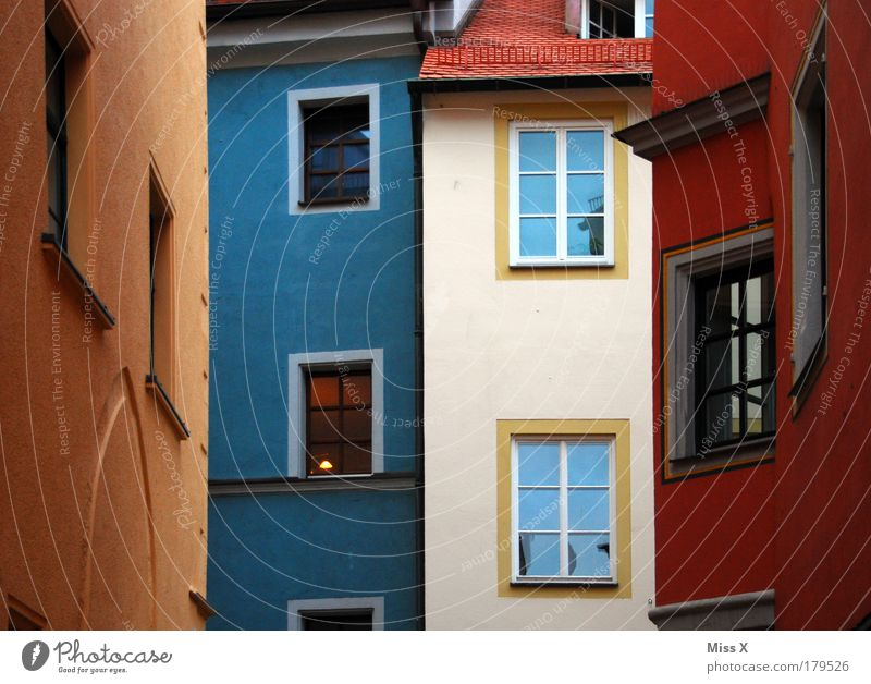 Alte Heimat REGENSBURG schön Stadt Haus Farbe Wand Fenster Architektur Mauer Gebäude Fassade hoch Dach Bayern historisch Altstadt Farbenspiel