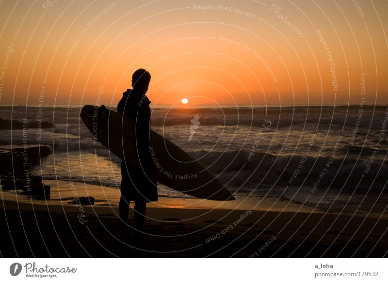 My Boy II Jugendliche Meer Sommer Strand Einsamkeit Ferne Sport Gefühle Freiheit träumen Sand Landschaft Sonnenuntergang Wellen warten