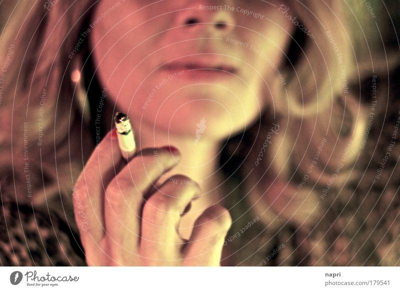 Lili Marlene Frau alt Hand Erwachsene gelb Leben feminin außergewöhnlich Haare & Frisuren Kopf gold blond authentisch warten Gold Finger