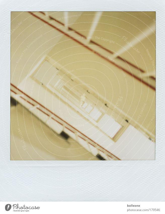 Treppe Gedeckte Farben Polaroid Kunstlicht Unschärfe Hochhaus ästhetisch außergewöhnlich gelb Einsamkeit Angst Zukunftsangst Verzweiflung Perspektive Ferne