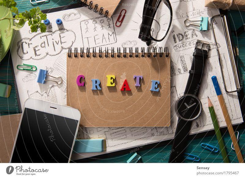 Kreative Konzeptschreiben auf dem Schreibtisch und anderem Material Lifestyle Holz Business Design Textfreiraum Büro Kreativität Tisch Papier Arbeitsplatz