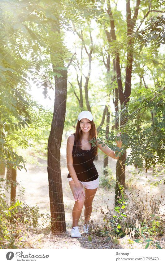 Mädchen in Sportkleidung für einen Lauf Mensch Frau Sommer grün schön weiß Baum Erotik Erwachsene Leben Stil Mode Park frisch