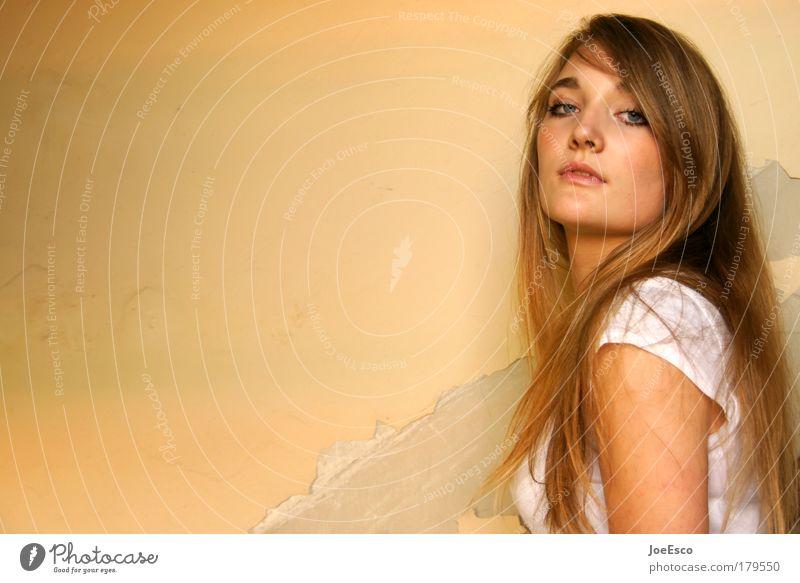 auf gleicher augenhöhe Mensch Frau Jugendliche schön Gesicht feminin Stil Haare & Frisuren Zufriedenheit Kraft elegant Coolness Kommunizieren beobachten