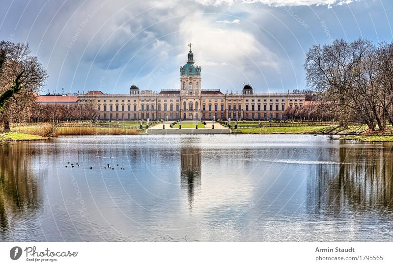 Schloss Charlottenburg Erholung Ferien & Urlaub & Reisen Tourismus Ausflug Sightseeing Städtereise Natur Landschaft Himmel Gewitterwolken Sonne Herbst Park