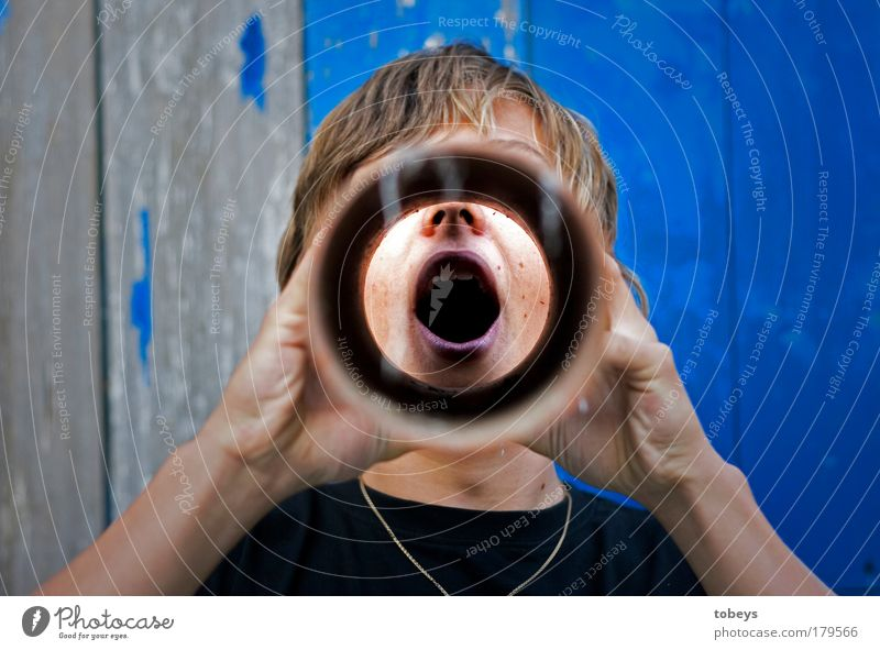 Sprachrohr Jugendliche Junger Mann Politik & Staat maskulin Ernährung trinken Sprache Röhren schreien Rauschmittel führen Alkohol atmen Rede Ekel Mensch
