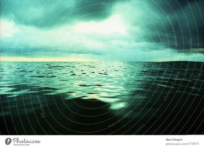 absinth grün Meer Wolken Wellen Unendlichkeit analog Surrealismus Wasser Reflexion & Spiegelung Cross Processing