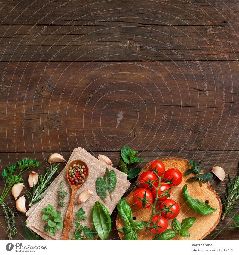 Rohe Lasagne Pasta, Gemüse und Kräuter Teigwaren Backwaren Kräuter & Gewürze Vegetarische Ernährung Diät Löffel dunkel frisch Gesundheit braun grün rot