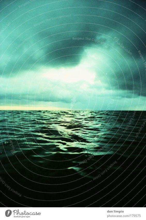 absinth 2 Wasser grün Meer Wolken Wellen analog frieren Endzeitstimmung Cross Processing
