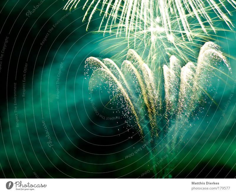 Frohes Neues dunkel Stil Feste & Feiern Nebel Lifestyle Silvester u. Neujahr Freizeit & Hobby gruselig entdecken Feuerwerk Jahrmarkt Explosion