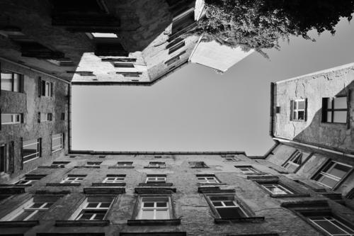 Hinterhof Berlin Stadt Haus Senior Umzug (Wohnungswechsel) Hauptstadt Stadtzentrum Altstadt Altbau Hof verlieren Prenzlauer Berg
