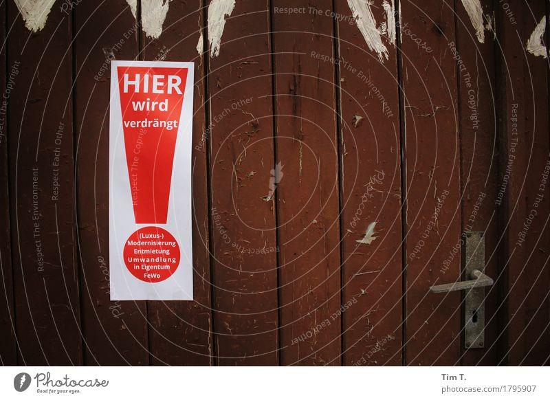 Verdrängt Berlin Kreuzberg Stadt Hauptstadt Stadtzentrum Tür Zeichen Schriftzeichen Schilder & Markierungen Hinweisschild Warnschild verlieren Verzweiflung