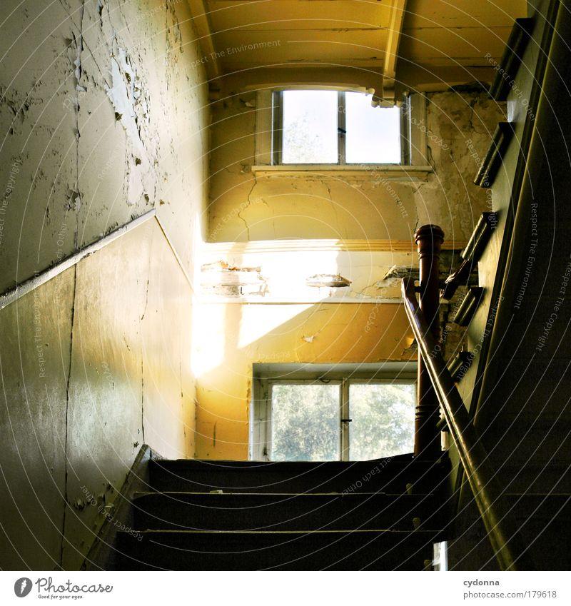 Treppenaufgang Farbfoto Innenaufnahme Detailaufnahme Menschenleer Textfreiraum links Tag Licht Schatten Kontrast Sonnenlicht Zentralperspektive Totale