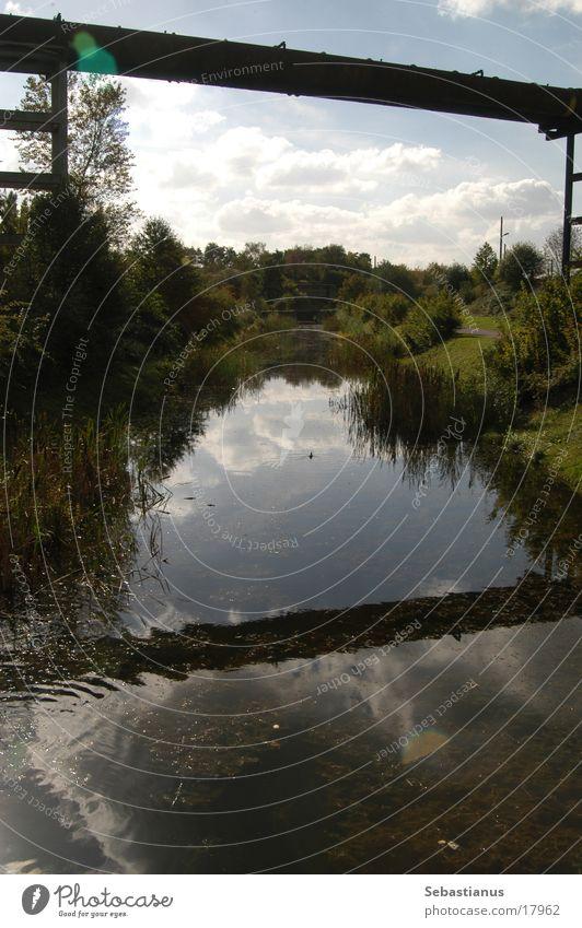 Rohr und Wasser Gras Gewässer Schilfrohr Fabrik Pipeline Landschaftspark Duisburg-Nord
