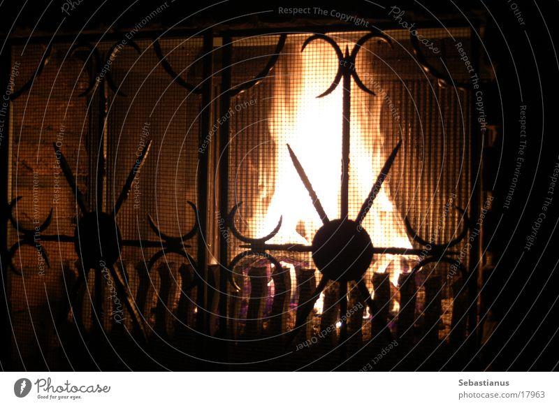 Feuer im Kamin Holz brennen Physik Schadstoff Häusliches Leben Brand Wärme Heizkörper