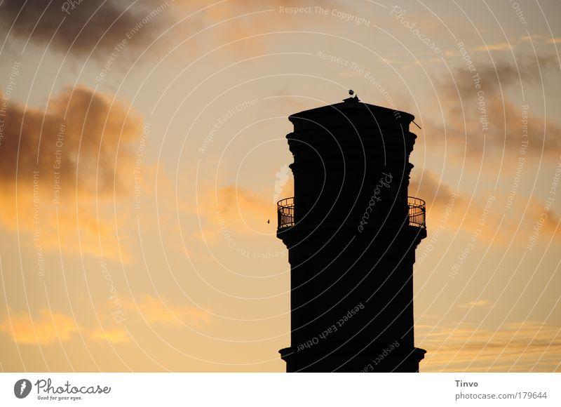 Old Lighthouse Farbfoto Außenaufnahme Menschenleer Textfreiraum links Abend Dämmerung Licht Kontrast Silhouette Sonnenaufgang Sonnenuntergang Himmel Wolken
