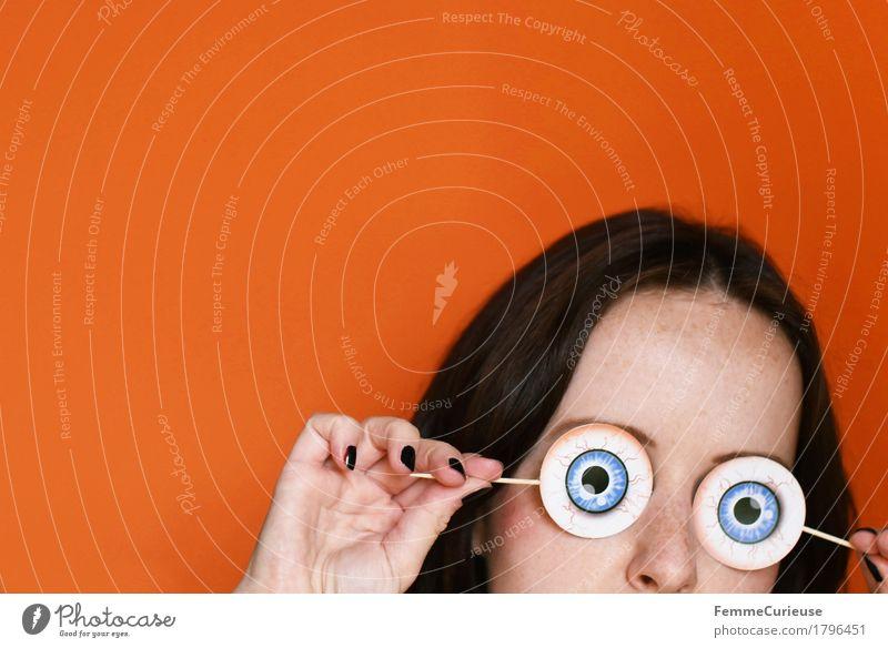 Halloween_1796451 Mensch Frau Jugendliche Junge Frau Hand Freude 18-30 Jahre schwarz Erwachsene Auge lustig feminin Feste & Feiern Kopf orange Finger