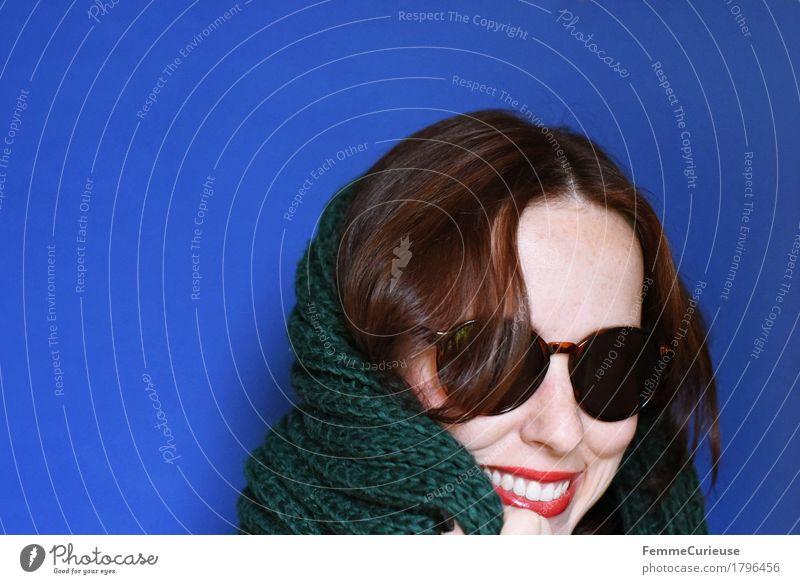 Herbst_1796456 elegant Stil schön feminin Junge Frau Jugendliche Erwachsene Mensch 18-30 Jahre ästhetisch Dame Schal Wärme heizen gestrickt Wolle dunkelgrün