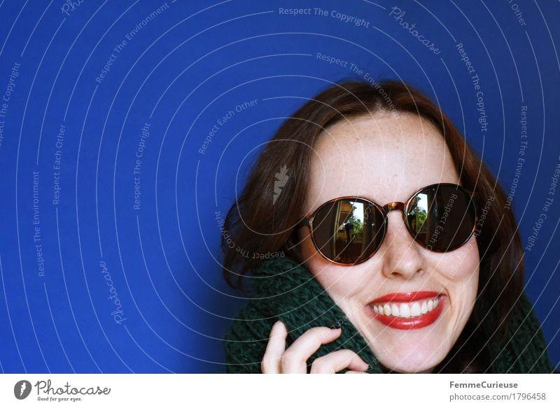 Herbst_1796458 elegant Stil feminin Junge Frau Jugendliche Erwachsene Kopf Haare & Frisuren Gesicht Mensch 18-30 Jahre ästhetisch Schal gestrickt stricken