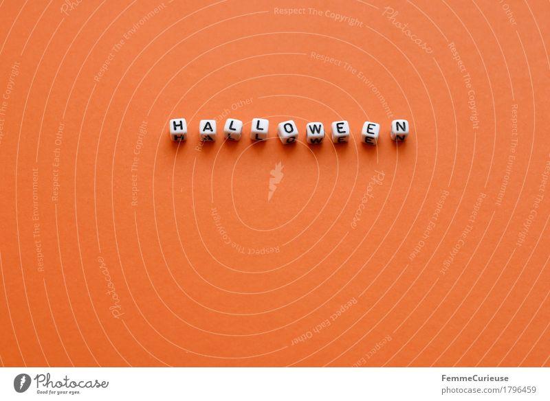 Halloween_1796459 Schriftzeichen Feste & Feiern orange Karton Papier Buchstaben Wort gruselig erschrecken Perle Oktober Farbfoto Innenaufnahme