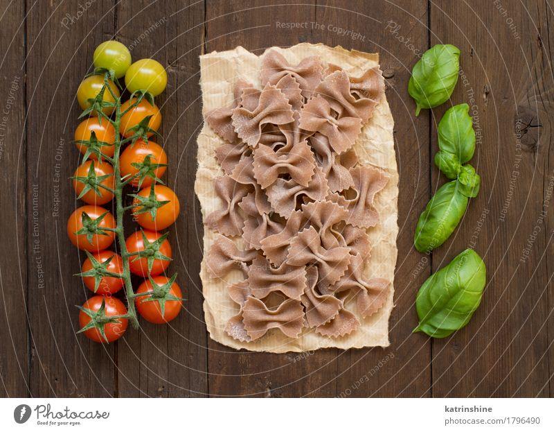 Vollkornnudeln, Tomaten und Basilikum Gemüse Teigwaren Backwaren Kräuter & Gewürze Vegetarische Ernährung Diät dunkel frisch braun grün rot Tradition