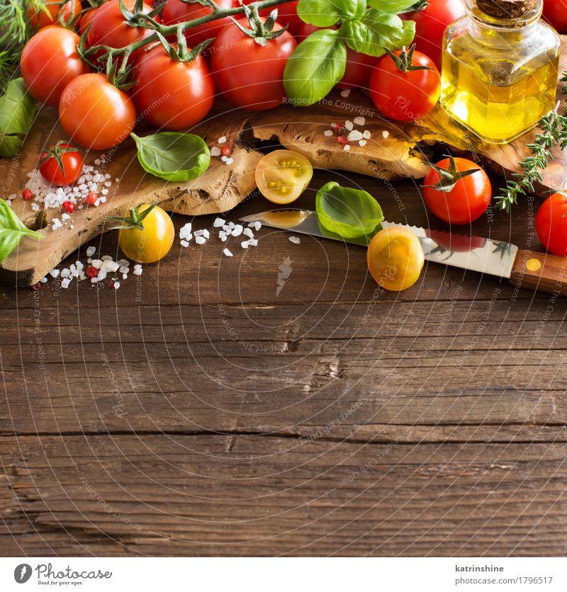 Kirschtomaten, Basilikum und Olivenöl grün rot natürlich Gesundheit Lebensmittel braun hell frisch Kräuter & Gewürze Gemüse Flasche Mahlzeit