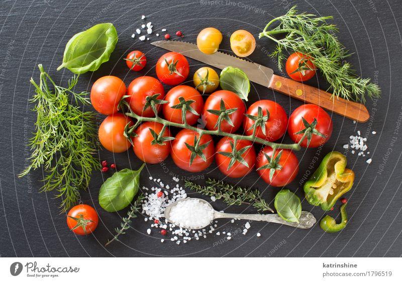 Kirschtomaten, Kräuter und Salz Gemüse Kräuter & Gewürze Vegetarische Ernährung Diät Löffel dunkel frisch Gesundheit hell natürlich grün rot Koch