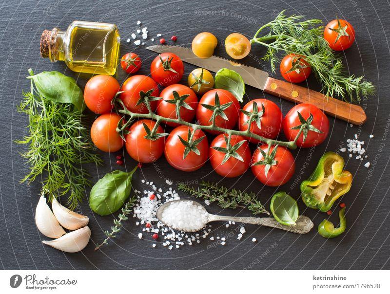 Kirschtomaten, Kräuter und Olivenöl grün rot dunkel natürlich Gesundheit hell frisch Kräuter & Gewürze Gemüse Flasche Mahlzeit Vegetarische Ernährung Diät