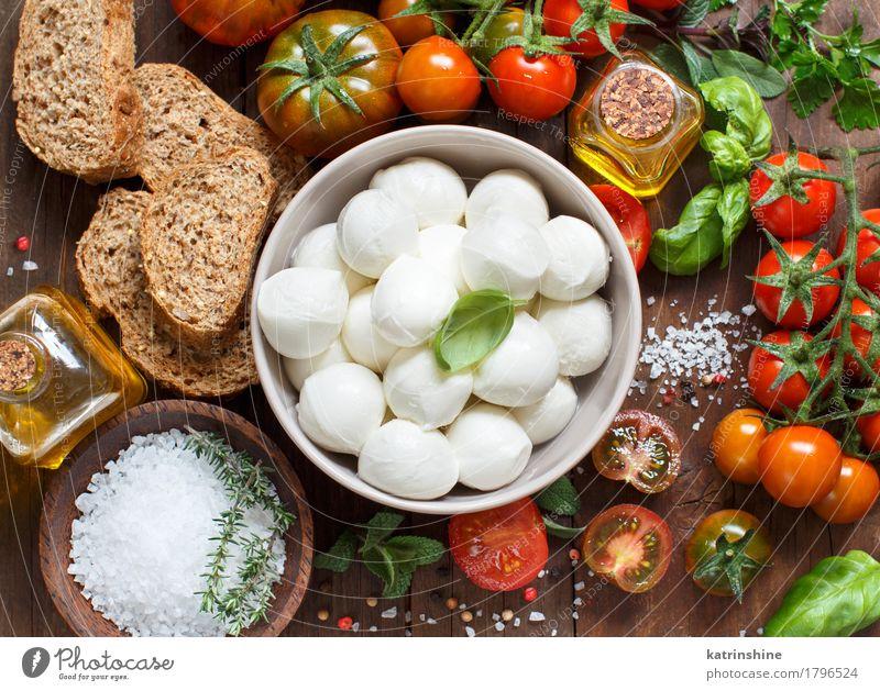 Italienische Küche ingridient grün rot natürlich Gesundheit braun hell frisch Kräuter & Gewürze Gemüse Brot Schalen & Schüsseln Flasche Mahlzeit