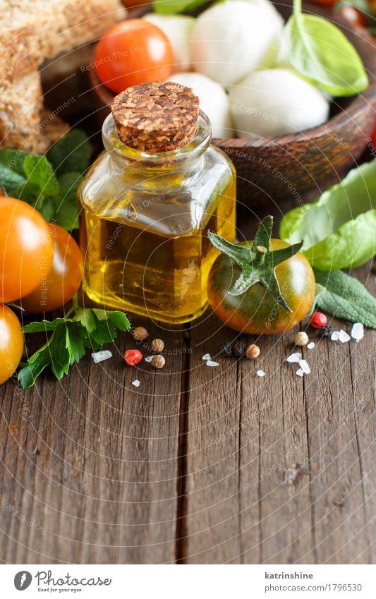 Italienische Küche ingridients grün rot natürlich Gesundheit braun hell frisch Kräuter & Gewürze Gemüse Brot Schalen & Schüsseln Flasche Mahlzeit