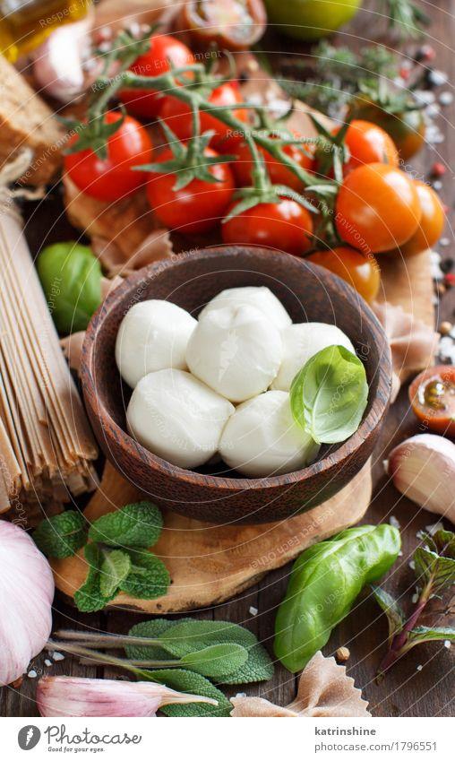 Italienische Küche ingridients Käse Gemüse Brot Kräuter & Gewürze Öl Vegetarische Ernährung Diät Schalen & Schüsseln Flasche frisch hell braun grün Lebensmittel