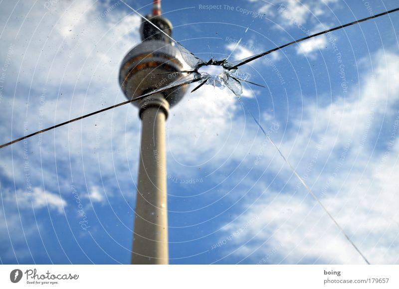 Scheibenverschleiß im Serienbildmodus (eins) springen Berlin Deutschland Europa Fernsehen Turm Loch Radio Wahrzeichen Fensterscheibe Riss Zielscheibe Aggression