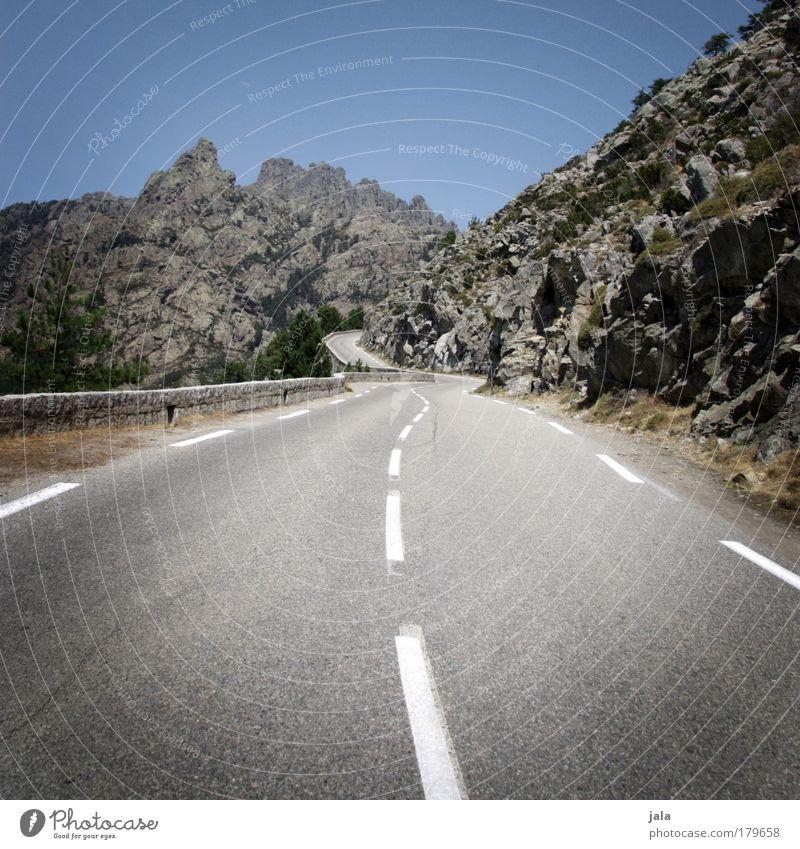 Ascension Day Farbfoto Außenaufnahme Menschenleer Tag Landschaft Himmel Berge u. Gebirge Verkehrswege Autofahren Straße hoch aufwärts Ausflug Reisefotografie
