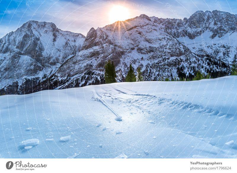 Eiskruste über schneebedeckten Bergen und Weiden Ferien & Urlaub & Reisen blau Weihnachten & Advent weiß Sonne Freude Winter Berge u. Gebirge kalt Schnee