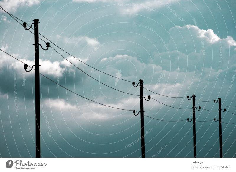 Energieträger II blau Wolken Umwelt Klima Energiewirtschaft Wachstum Zukunft Elektrizität Telekommunikation Wandel & Veränderung Technik & Technologie Kabel Strommast Gewitter Leitung Konkurrenz