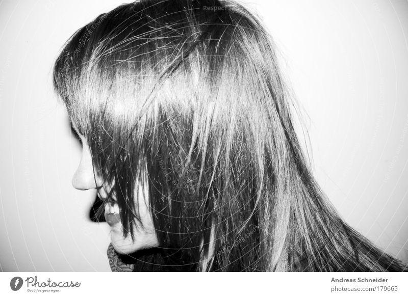 LIdia im Licht Mensch Jugendliche Freude Leben feminin Gefühle Glück Haare & Frisuren Kopf Kraft Erwachsene authentisch Lebensfreude Behaarung Euphorie