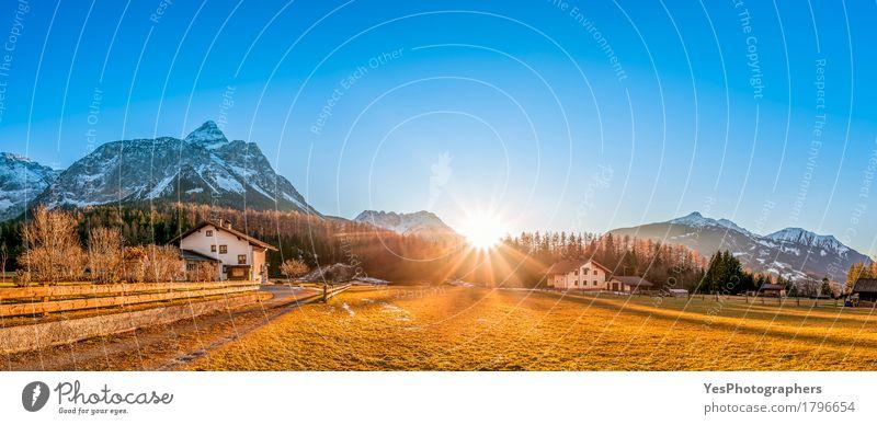 Alpines Dorf unter Sonnenstrahlen schön Ferien & Urlaub & Reisen Tourismus Ausflug Winter Winterurlaub Berge u. Gebirge Haus Natur Landschaft Schönes Wetter Eis
