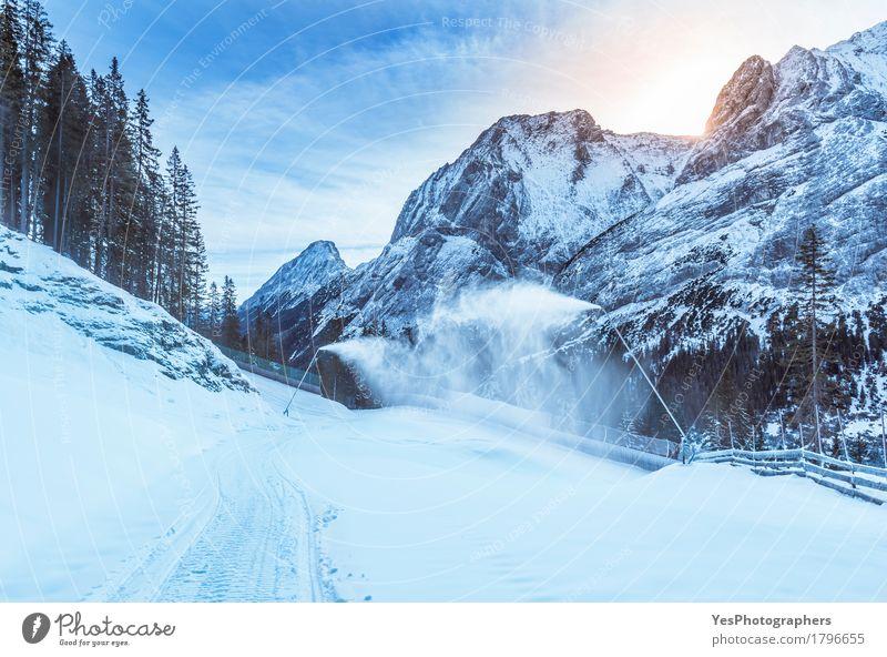 Bergwinter mit Schneekanonen Ferien & Urlaub & Reisen blau weiß Baum Landschaft Freude Winter Wald Berge u. Gebirge kalt natürlich wild Wetter frisch wandern