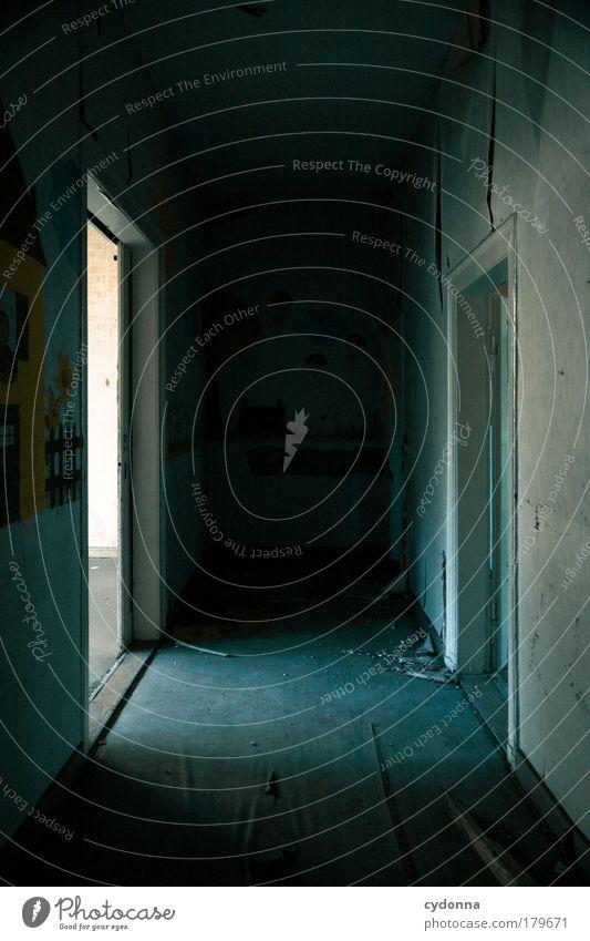 Gegenüber ruhig Haus Einsamkeit Leben Wand Freiheit träumen Traurigkeit Mauer Wege & Pfade Raum Tür Zeit Perspektive Zukunft Ziel