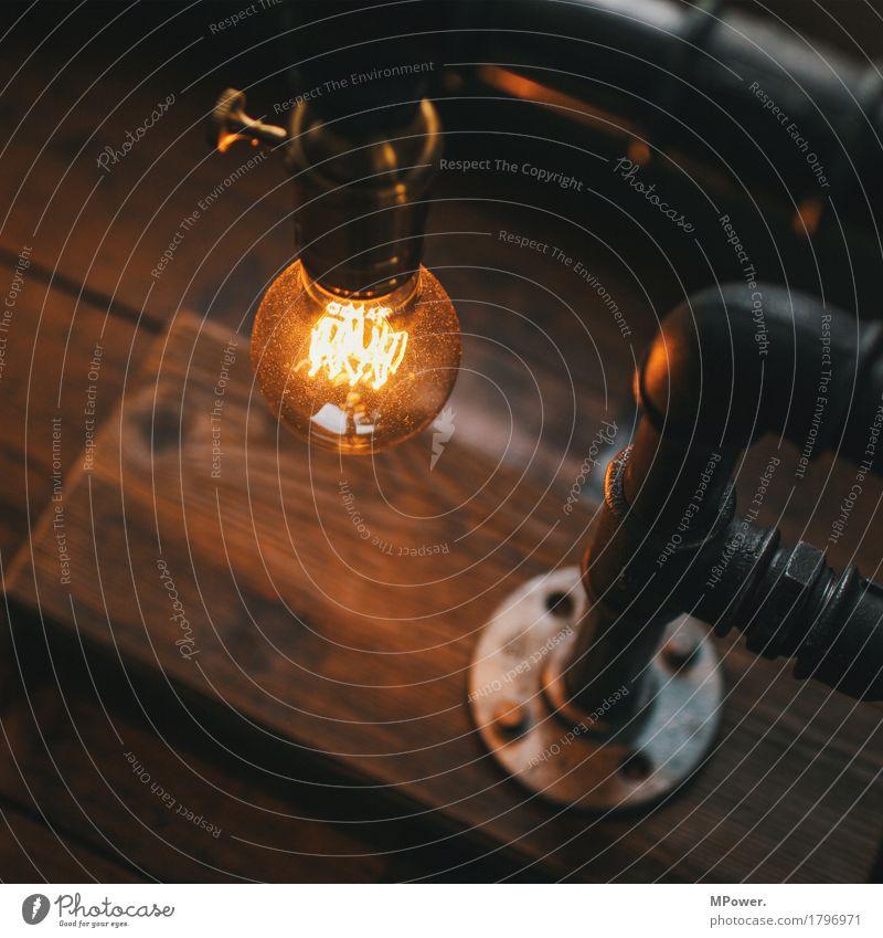 urban light Technik & Technologie alt Lampe Glühbirne glühen Röhren Holz Industriekultur Stahl leuchten Tischlampe Gedeckte Farben Innenaufnahme Menschenleer