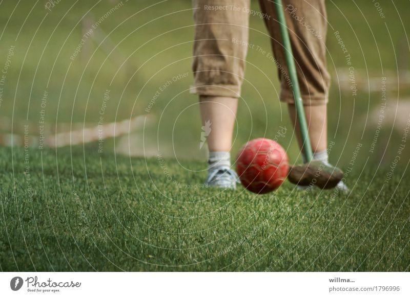 bauerngolf Freizeit & Hobby Bauerngolf Golfplatz Golfer Golfschläger Minigolf Knickerbocker Spielen Sport Sportrasen zielen Golfschwung Farbfoto Außenaufnahme