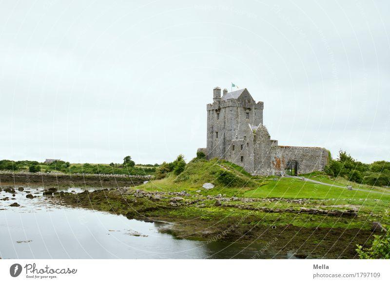 Burgen-, Whisky-, Musik-Land. Und Bier. Ferien & Urlaub & Reisen Tourismus Sightseeing Umwelt Seeufer Republik Irland Burg oder Schloss Sehenswürdigkeit alt