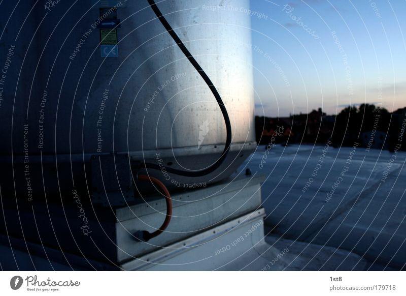 rooftop halle saale Farbfoto Außenaufnahme Menschenleer Textfreiraum links Textfreiraum rechts Textfreiraum oben Textfreiraum unten Morgendämmerung Silhouette